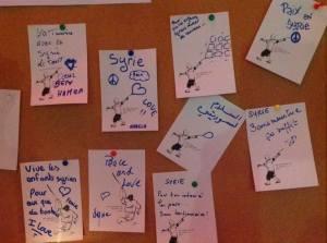 cartons personnalisés par les invités de l'atelier sérigraphie